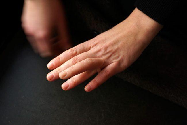 ухо серьга палец кольцо надя